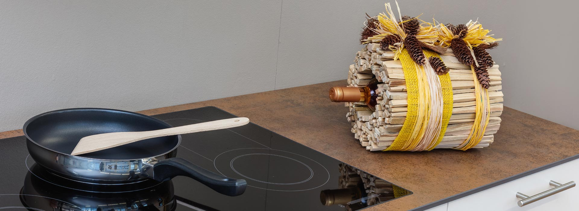 grosses Kochfeld mit Keramikabdeckung