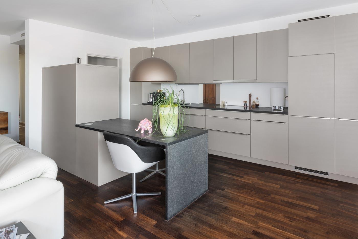 langgezogene Küche