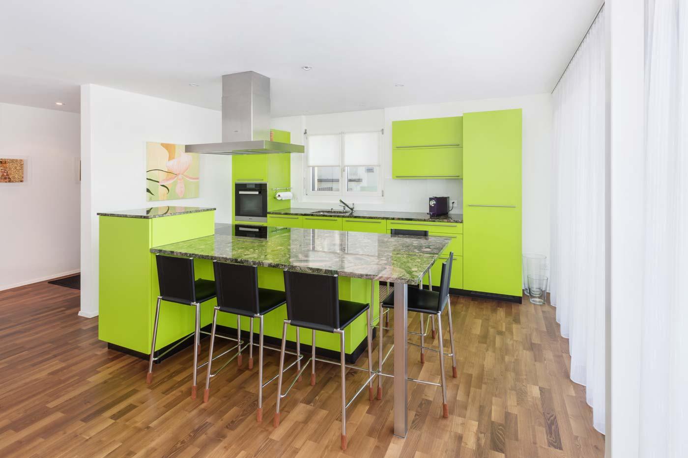 poppige Küche in lindgrün